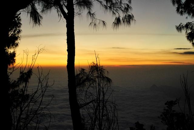 Sunset terduga puncak